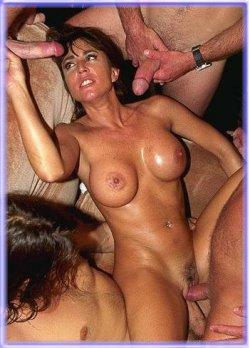 milf poker pictures